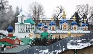 Паломническая служба «РОДНИК» приглашает Псково-Печерский мужской монастырь.