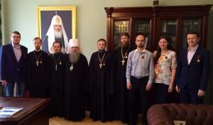 Митрополит Варсонофий вручил награды ряду сотрудников управления делами Московской Патриархии