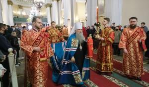 Митрополит Варсонофий совершил пасхальную вечерню в Александро-Невской лавре